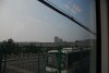 远处是中华门城墙,车外一辆亚星飞驰在快速路上