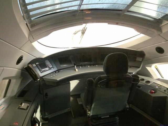 近距离一点观察驾驶室