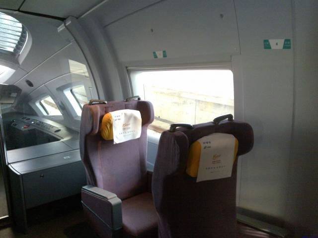 右边的特等舱座椅